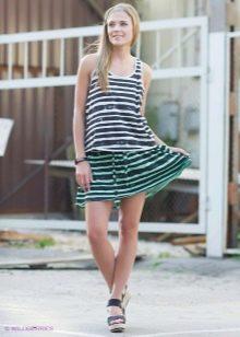 спортивная юбка с зелеными полосами