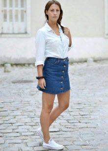 короткая джинсовая спортивная юбка