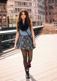 спортивная юбка в сочетании со снудом