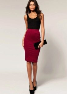 юбка-карандаш цвета красного вина