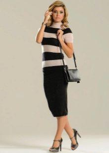 черная юбка-карандаш средней длины