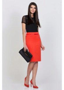 юбка-карандаш средней длины кораллового цвета
