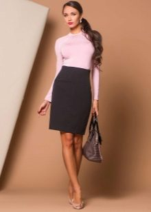 черная юбка-карандаш средней длины с высокой посадкой