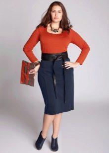 юбка-карандаш с кожаным поясом для полных женщин