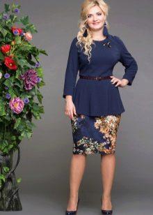 темно-синяя  юбка-карандаш для полных женщин с цветочным принтом