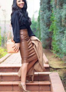 Кожаная юбка карандаш с завышенной талией