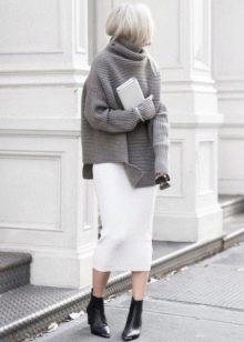 Трикотажная юбка карандаш в спортивном стиле