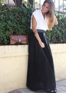 Длинная юбка полусолнце на резинке с контрастной блузой
