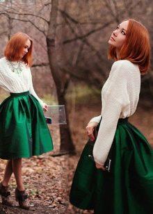 темно-зеленая пышная юбка-солнце
