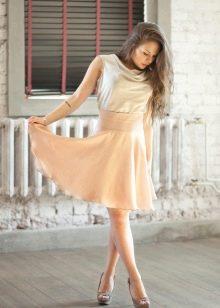легкая юбка-солнце с завышенной линией