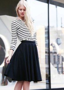черная юбка-солнце средней длины