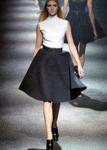 черная юбка-солнце из плотной ткани