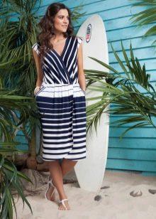 бело-синяя юбка в горизонтальную полоску