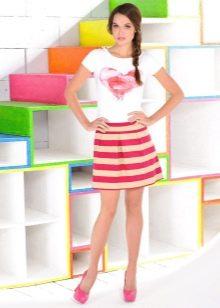 мини-юбка в красно-белую полоску