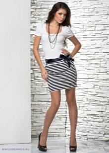 мини-юбка в черно-белую полоску
