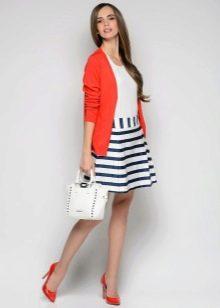 полосатая юбка с коралловым жакетом