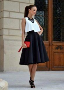 e4f45ab293a Для создания романтичного образа стоит приобрести юбку немного ниже колена.  Чтобы выглядеть кокеткой
