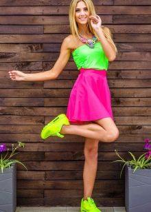юбка на резинке в спортивном образе