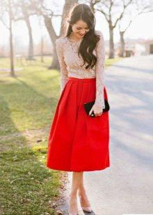 Красная юбка колокол ниже колена