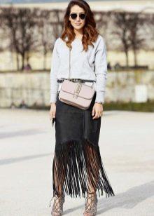 Черная кожаная юбка с бахромой