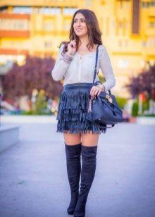 Синяя кожаная юбка с бахромой