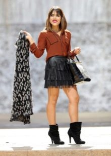 Мини черная юбка с бахромой