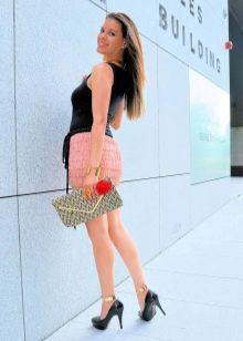 Мини персиковая юбка с бахромой