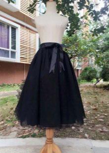 Черная миди юбка с бантом сбоку