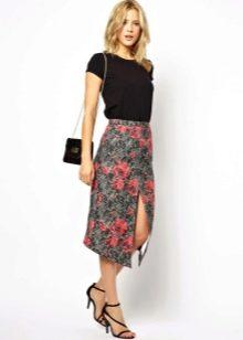 Летняя юбка с разрезом в цветочек