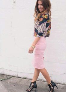 Что можно надеть с розовой юбкой