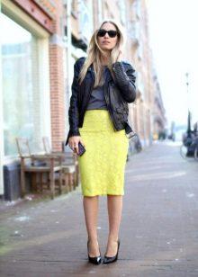 Юбки и блузки ярких цветов