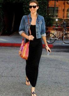 Черное платье и джинсовую куртка