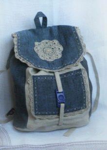 1db3801be6ad Часто в качестве декора используется махра, яркие шнурки, цветы, стразы или  бисер. Для детского рюкзака подходят яркие пуговицы, вышивки и цветочные ...