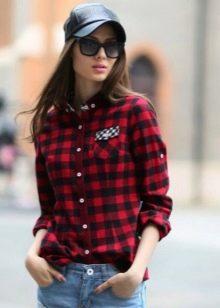 3cf1095949a Рубашки в клетку с преобладанием красного цвета стоит комбинировать с  одеждой чёрного цвета. Прекрасным решением станут джинсы чёрного цвета.