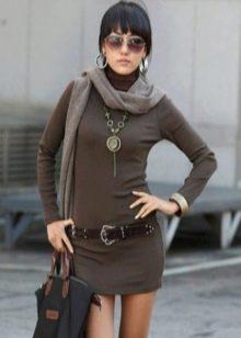 3ad5de564ef В прохладные дни мало кто не захочет нарядиться в уютную вязаную тунику. Данный  предмет гардероба способен защитить бедра от переохлаждений