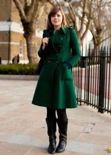 фото зелёное пальто