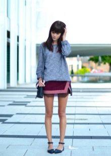 Заглянем под мини юбку