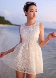 bb3e024aa0ee78a Кроме распространённых материалов для тёплых дней, летние платья могут быть  сшиты из атласа, ситца, трикотажа. Нередко встречаются платья, при пошиве  ...
