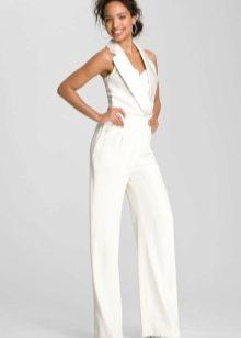 Белый свадебный костюм для невесты