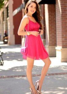 cbcfd874e85 Сочетание туфель цвета нюд и красного платья идеальны для свидания. Страсть  и свежесть