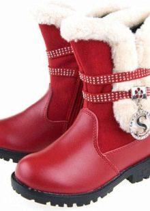 6bdf637f44b1 Так, например, очень оригинально смотрятся светящиеся ботики, с  изображениями любимых мультяшных героев. Основной упор в застежке детских  зимних ботинок ...