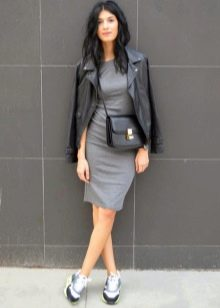 Кожаная куртка кеды платье