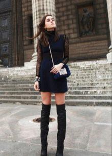 Платья и черные сапоги