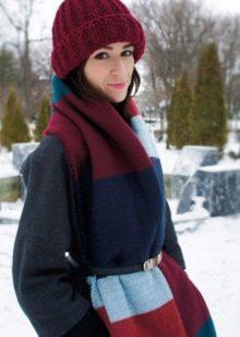 Как стильно сочетать палантин с пальто