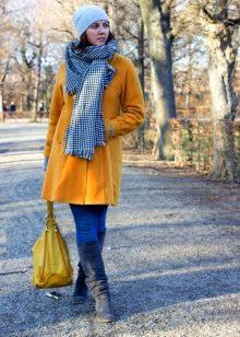 2f6792aa09d Отлично подходят такие сапоги и к одежде оранжевого цвета. При сочетании  этих цветов необходимо учитывать некоторые нюансы  к сапожкам темно-синего  цвета ...