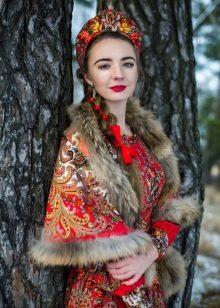 97f0628a8702e0 Например, Ив Сен Лоран одним из первых по достоинству оценил одежду в  русском стиле и представил на парижских ...