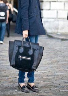 3d33585a911d Например, не каждой девушке подходят большие сумки. Это касается хрупких  дам маленького роста. На фоне такого внушительного аксессуара они просто  теряются и ...