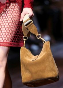 166755f4771c ... вариантом для ежедневной носки. Мягкие полукруглые стенки – особенность  этой модели. Именно они делают сумку такой уникальной и одновременно  практичной.