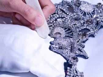 Химчистка свадебных платьев с декором