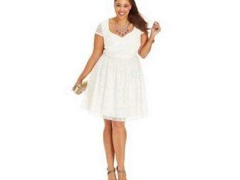 Белое кружевное платье А-силуэта для полных